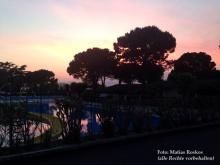 Der Campingplatz Cisano im Abendlicht am Gardasee.
