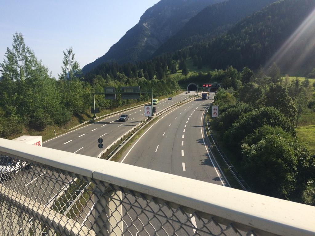 Blick von der Brücke zum Farchanter Tunnel