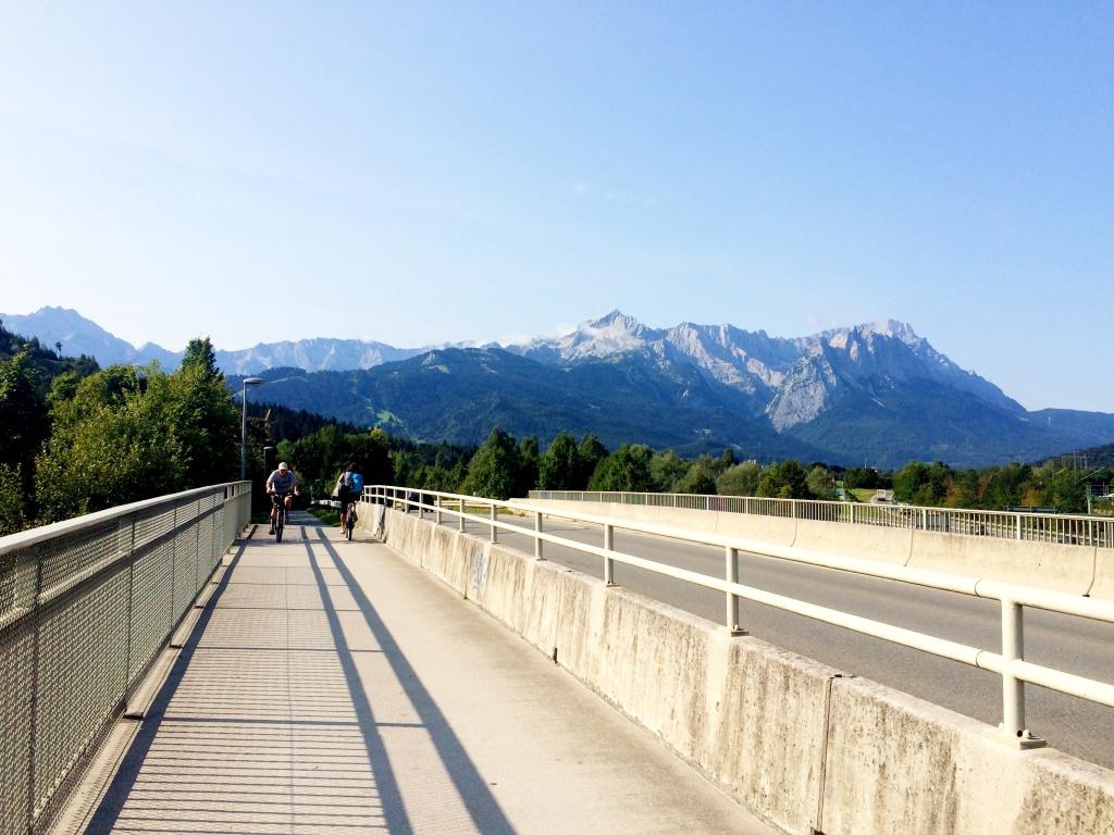 Blick Richtung Zugspitzmassiv von der Brücke aus