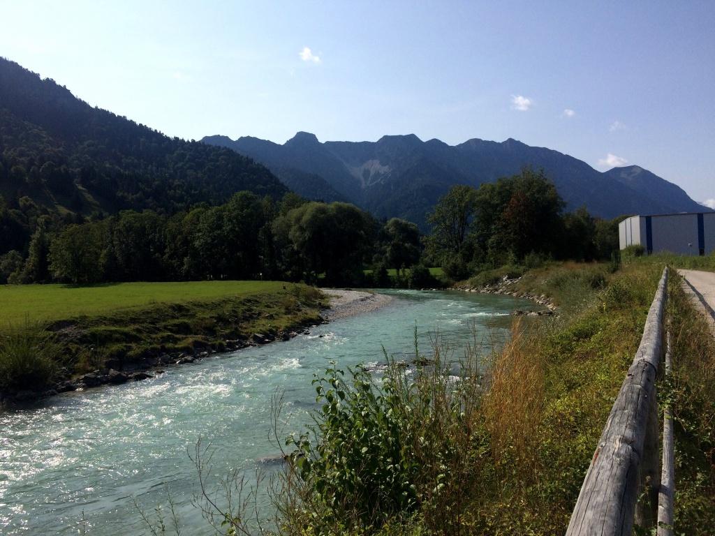 Die Loisach in Eschenlohe