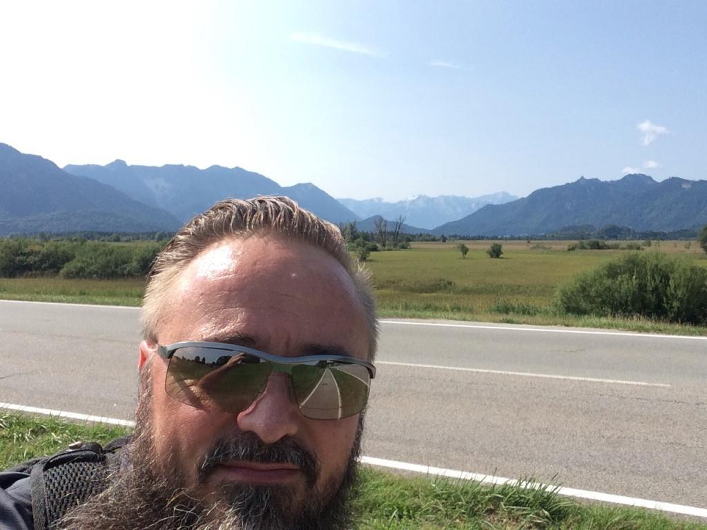 Matias und die Garmischer Berge im Hintergrund