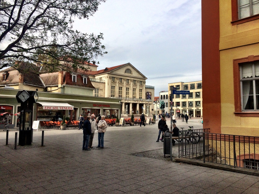 der Theaterplatz in Weimar