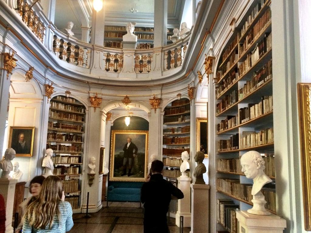 Der Rokoko-Saal in der Anna-Amalia-Bibliothek in Weimar