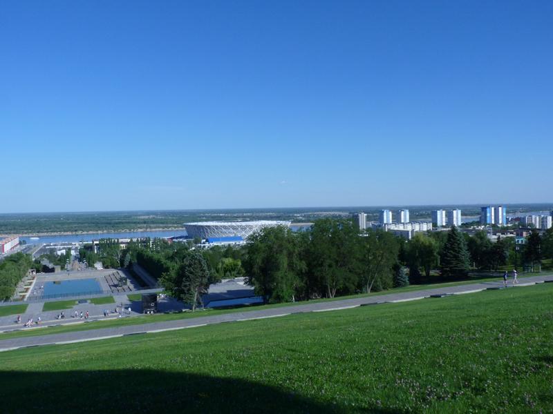 Blick vom Mamajew-Hügel zur Wolga und dem neuen Fußballstadion