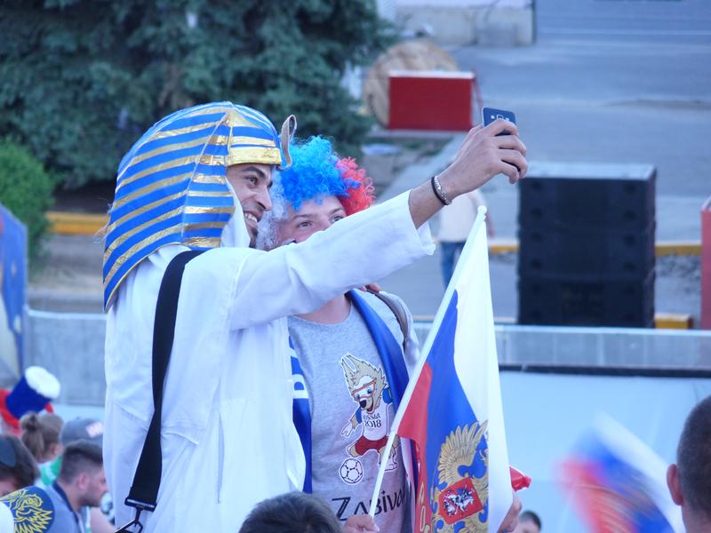 Selfie - Fans auf dem FIFA-Fanfest in Wolgograd